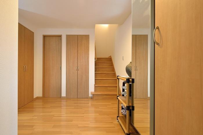 ホールから2階へ